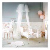 Princesse Swan ✨  Vous souhaitez décorer la chambre de bébé comme une vraie chambre de princesse? Alors le thème Princesse Swan va vous ravir! Tapis, gigoteuses, bavoirs, valisettes, tapis à langer, tout est coordonné et à shopper en boutique ou sur le site ✨  #decoration #homedecor #chambrebebe #princesse #swan #inspiration #homesweethome #babyroom #nursery #decobebe #homedesign #gigoteuse #bavoir #tapis #inelle #conceptstore #mumtobe2019 #futuremaman #materniteboutique  Photo @little.crevette